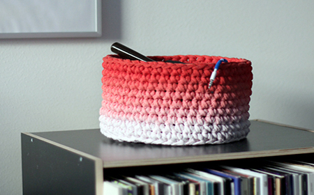 T-Shirt yarn baskets with blurred colors