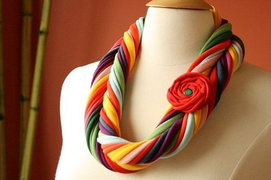 T-shirt yarn jewelry with fabric flowers | T-shirtyarn ...