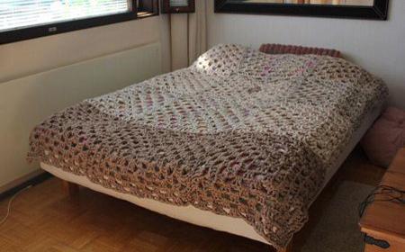 T-shirt yarn crochet bedspreads
