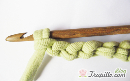 Step by step crochet starting knot and chain stitch