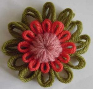 Make flowers and dolls with a round loom3