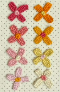 Make flowers and dolls with a round loom4