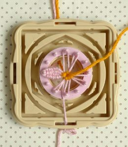 Make flowers and dolls with a round loom5